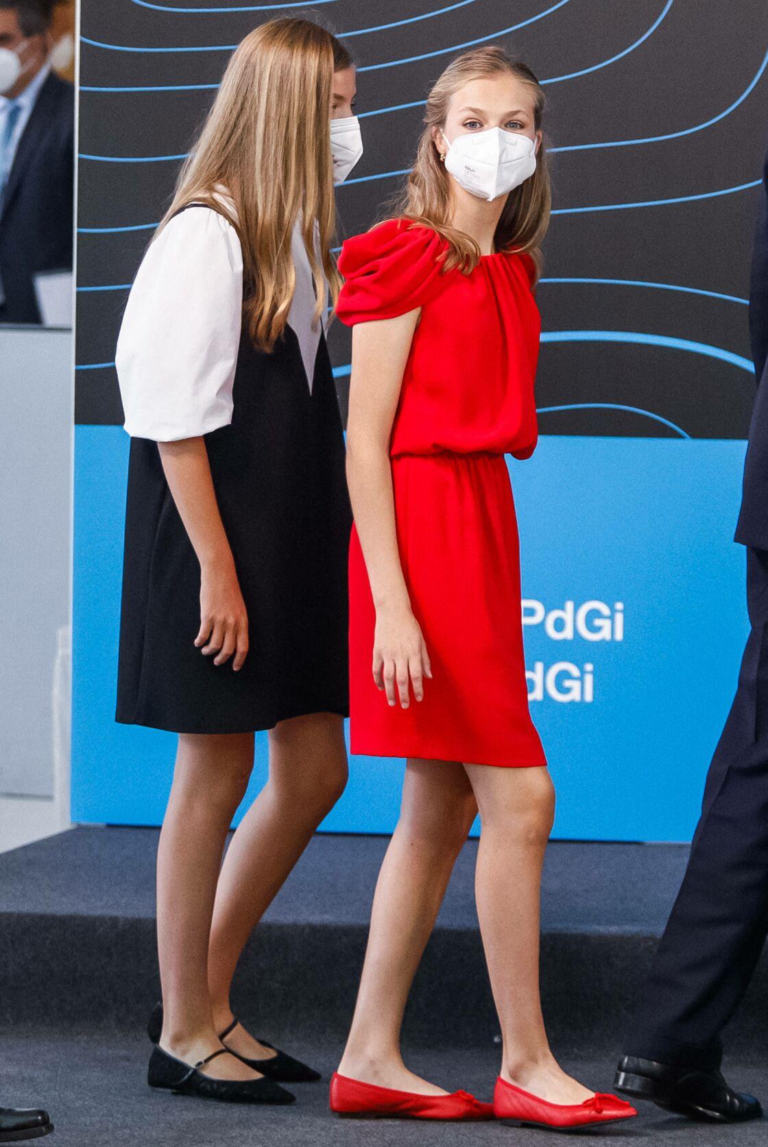Sofia d'Espagne et sa soeur Leonor, masquées à Barcelone, le 1er juillet 2021