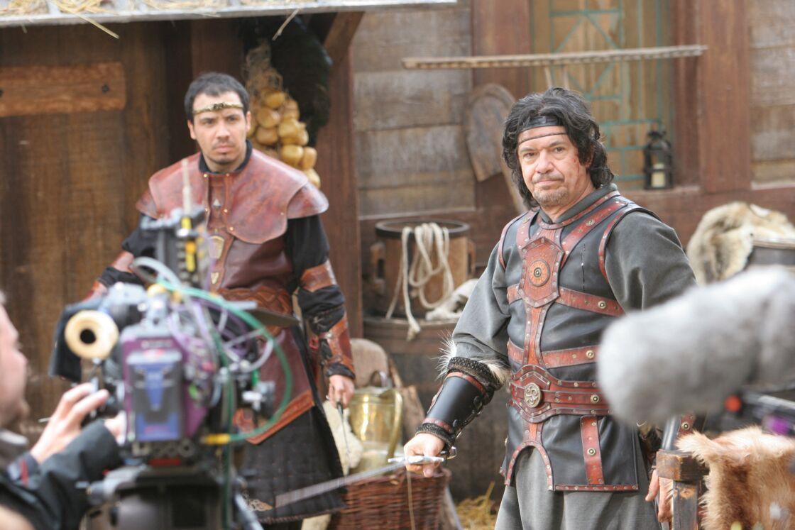 Alexandre Astier et son père, Lionnel Astier, sur le tournage de Kaamelott, en 2005.