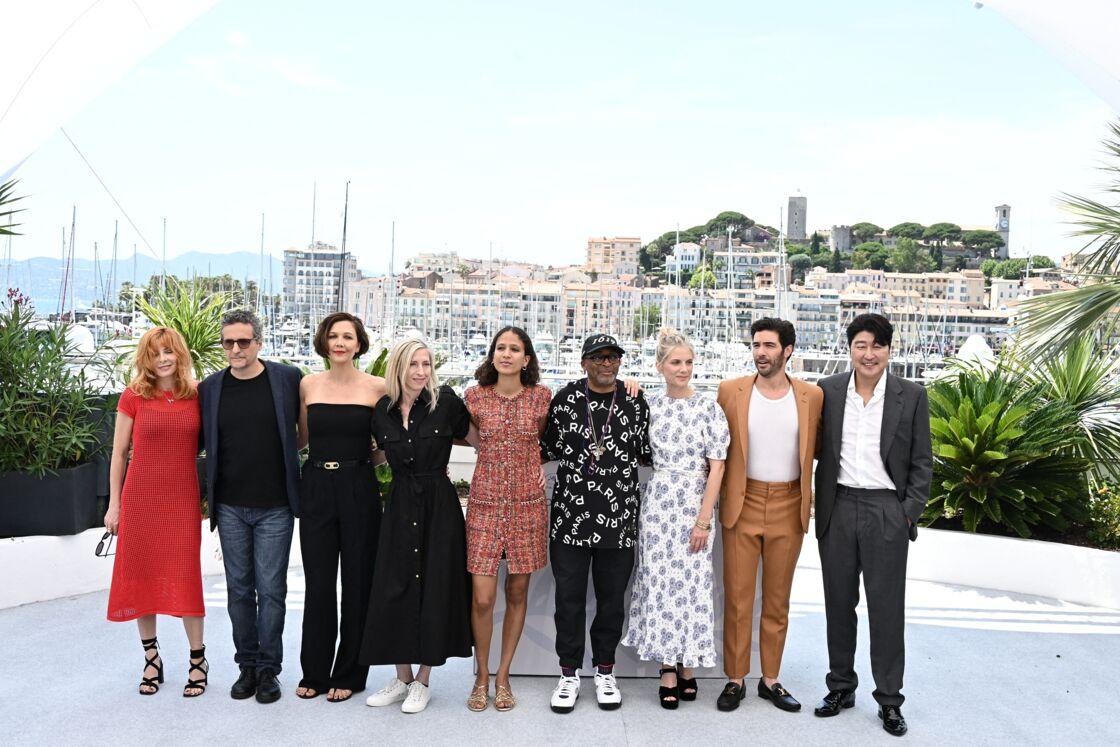 Mylène Farmer, Kieber Mendonça Filho, Maggie Gyllenhaal, Jessica Hausner, Mati Diop, Spike Lee, Mélanie Laurent, Tahar Rahim, Song Kang-Ho au photocall du jury  du 74ème Festival de Cannes, le 6 juillet 2021
