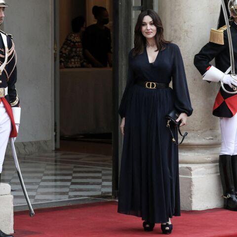 PHOTOS –  Monica Bellucci très élégante en robe longue Dior à l'Elysée