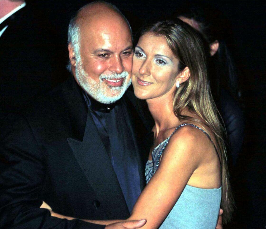 Céline Dion et son mari René Angélil assistent à la 41ème cérémonie des Grammy Awards, à Los Angeles, le 20 février 1999