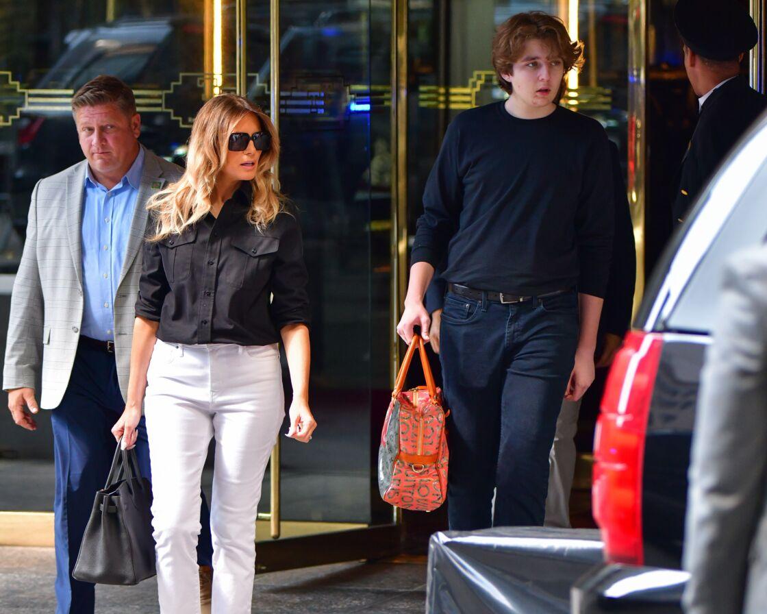 Le 7 juillet 2021, Melania Trump et son fils Barron Trump sont aperçus quittant la Trump Tower, à Manhattan (New York)