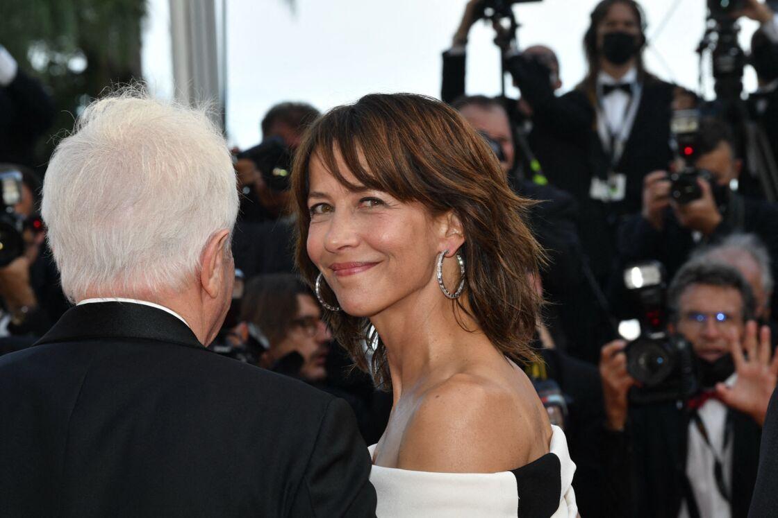 Sophie mArceau resplendissante pour son retour sur le tapis rouge du Festival de Cannes, le mercredi 7 juillet 2021.
