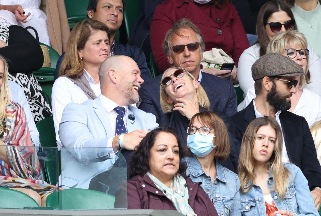 Zara Phillips et son mari Mike Tindall partagent un moment de complicité lors de la 9ème journée du tournoi de Wimbledon, à Londres, le mercredi 7 juillet 2021