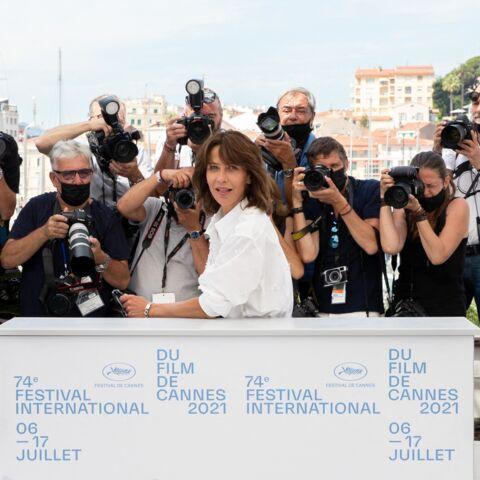 PHOTOS – Cannes 2021: quand Sophie Marceau joue avec les photographes