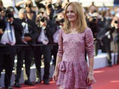 PHOTOS - Cannes 2021 : Vanessa Paradis divine en rose pour monter les marches avec Samuel Benchetrit