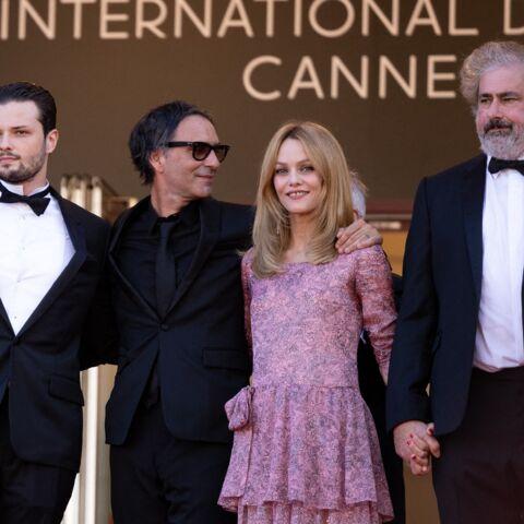 PHOTOS – Cannes 2021: Vanessa Paradis divine en rose pour monter les marches avec Samuel Benchetrit