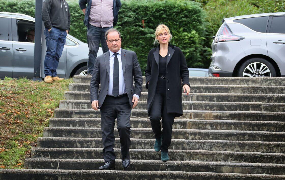 François Hollande et sa compagne Julie Gayet rejoignent Claude Chirac, son mari Frédéric Salat-Baroux et son fils Martin Rey-Chirac, au musée du président Jacques Chirac de Sarran, en Corrèze, le 5 octobre 2019.