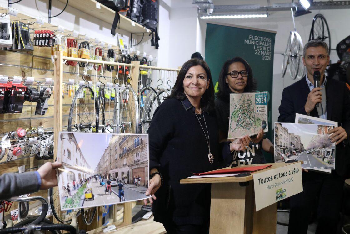 Audrey Pulvar et Christophe Najdovski, adjoint à la mairie de Paris chargé des transports - Anne Hidalgo, maire de Paris, donne une conférence de presse sur le thème :