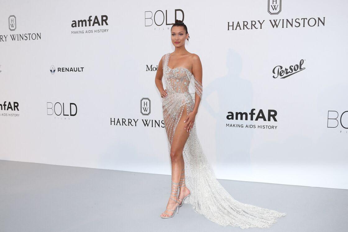 Bella Hadid tout en transaprence à l'Amfar en 2017