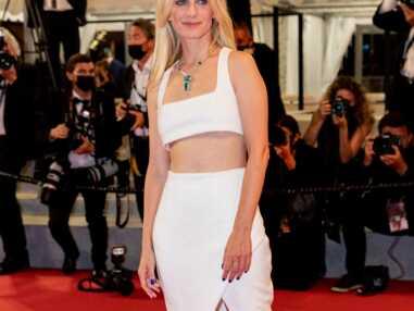 PHOTOS - Cannes 2021 : Mélanie Laurent fait sensation en brassière et jupe longue à Cannes