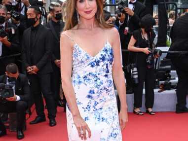 PHOTOS - Cannes 2021 : Elsa Zylberstein solaire en robe légère et fleurie