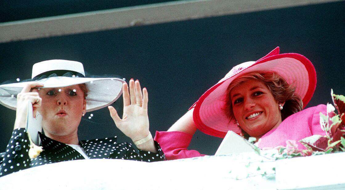 Sarah Ferguson et Lady Diana en juin 1987, au derby d'Epsom
