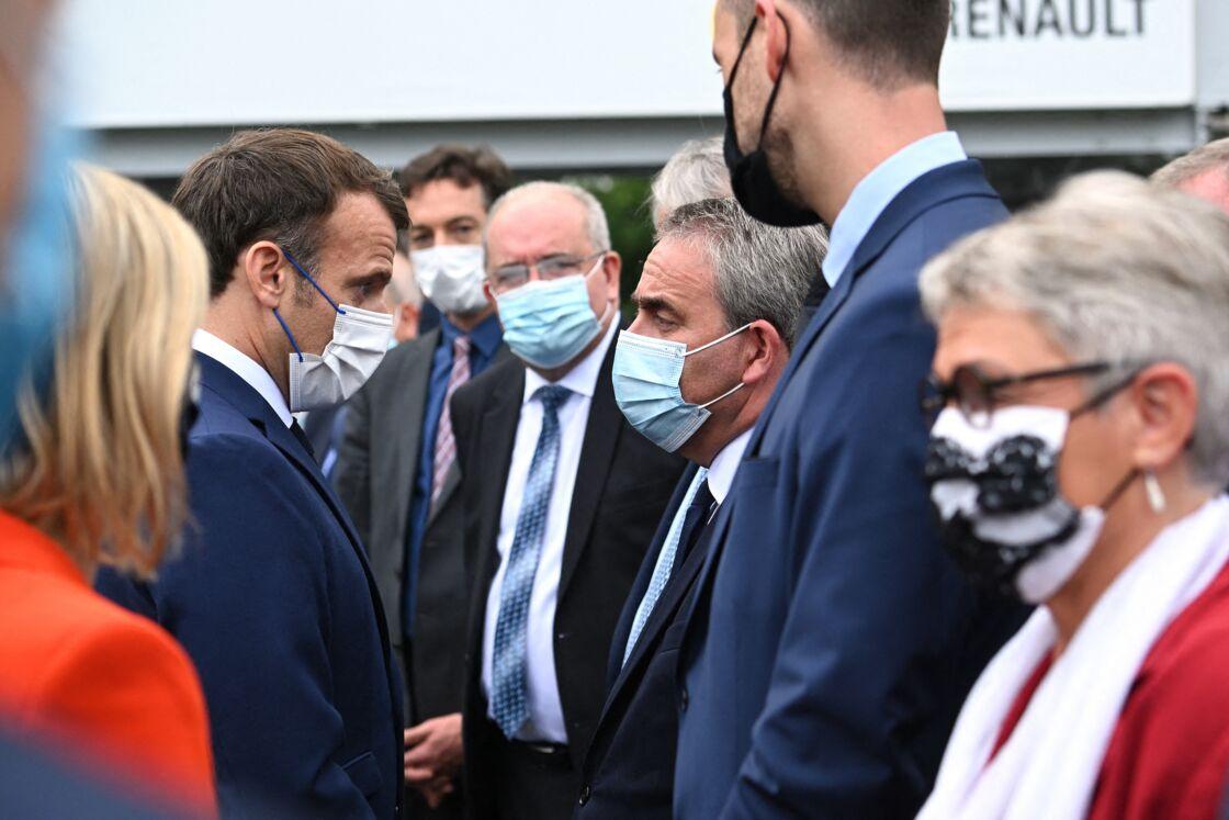 Emmanuel Macron et Xavier Bertrand en juin 2021 à Douai.