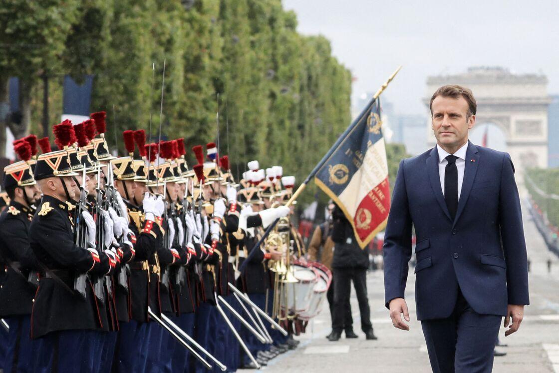 Le président de la République Emmanuel Macron assiste au défilé militaire du Jour de la Bastille sur l'avenue des Champs Elysées, à Paris, France, le 14 juillet 2021.