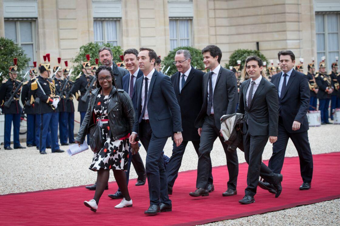 Sibeth Ndiaye, suivie de Jean-Marie Girier, Arnaud Leroy, Benjamin Griveaux, Richard Ferrand, Julien Denormandie, Stéphane Séjourné et Sylvain Fort, à leur arrivée au palais de l'Elysée pour la cérémonie d'investiture d'Emmanuel Macron, le 14 mai 2017.