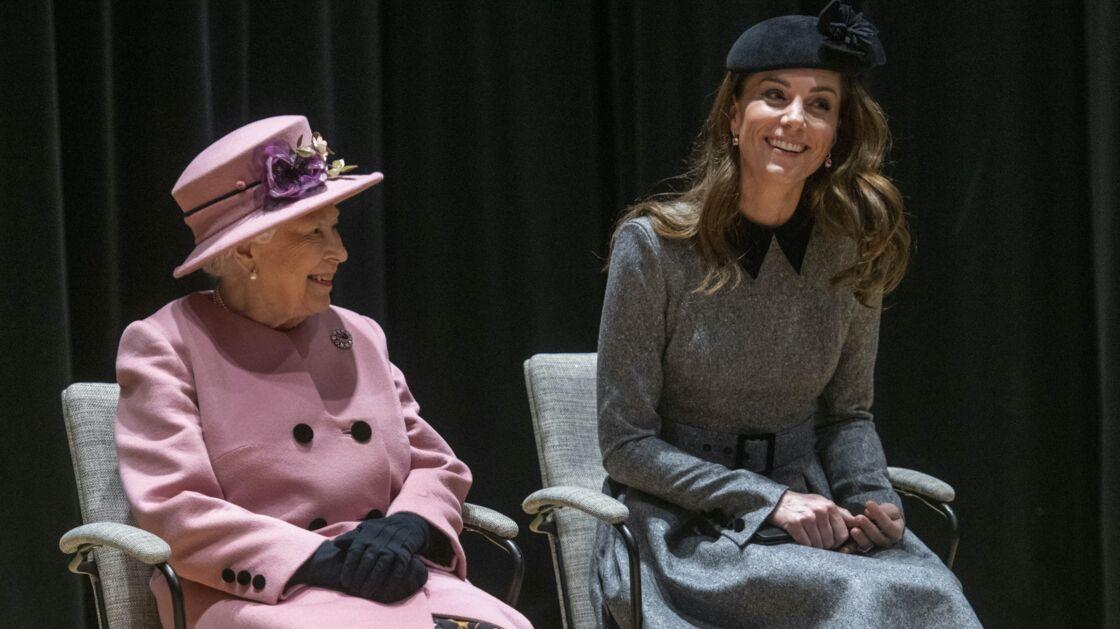 La reine Elizabeth II et Kate Middleton assistent à l'inauguration de la «Bush House» le dernier centre d'éducation du King's College, à Londres, le 19 mars 2019.