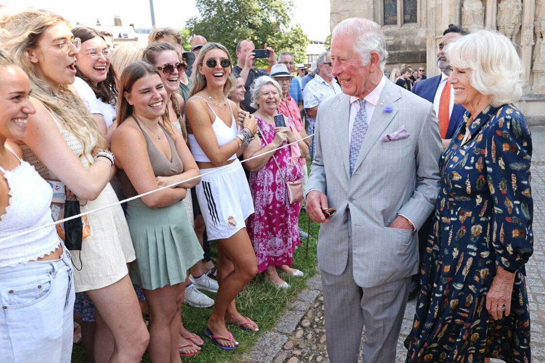 Le prince Charles et Camilla sont apparus enjoués et souriants, lors de leur vite dans le sud-ouest de la Cornouailles.