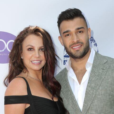 Britney Spears fiancée en secret? Une grosse bague sème le doute