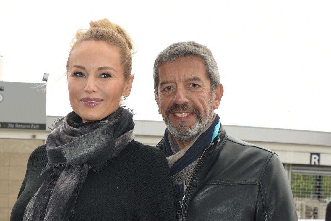 Depuis 2012, Adriana Karembeu et Michel Cymes animent le magazine « Les Pouvoirs extraordinaires du corps humain » sur France 2.