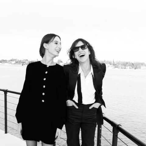PHOTOS – Charlotte Gainsbourg maman stylée et complice avec sa fille Alice Attal à Venise