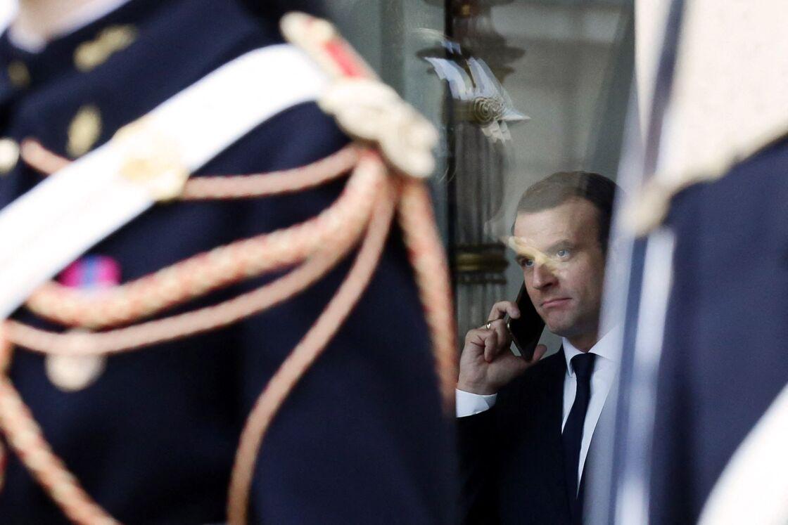 Accro aux téléphones, Emmanuel Macron est friand d'applications de messagerie
