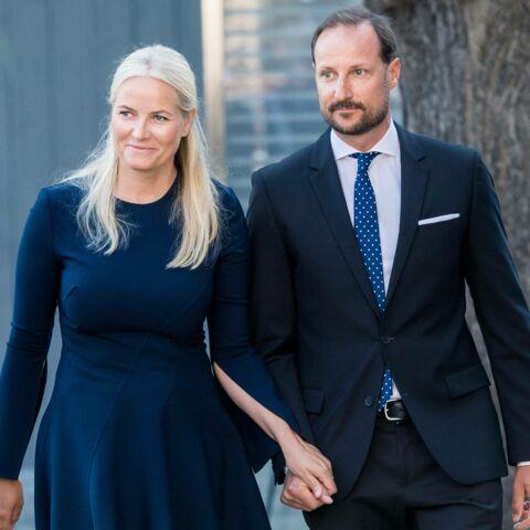 PHOTOS – Mette-Marit de Norvège digne: elle assure ses obligations malgré la maladie
