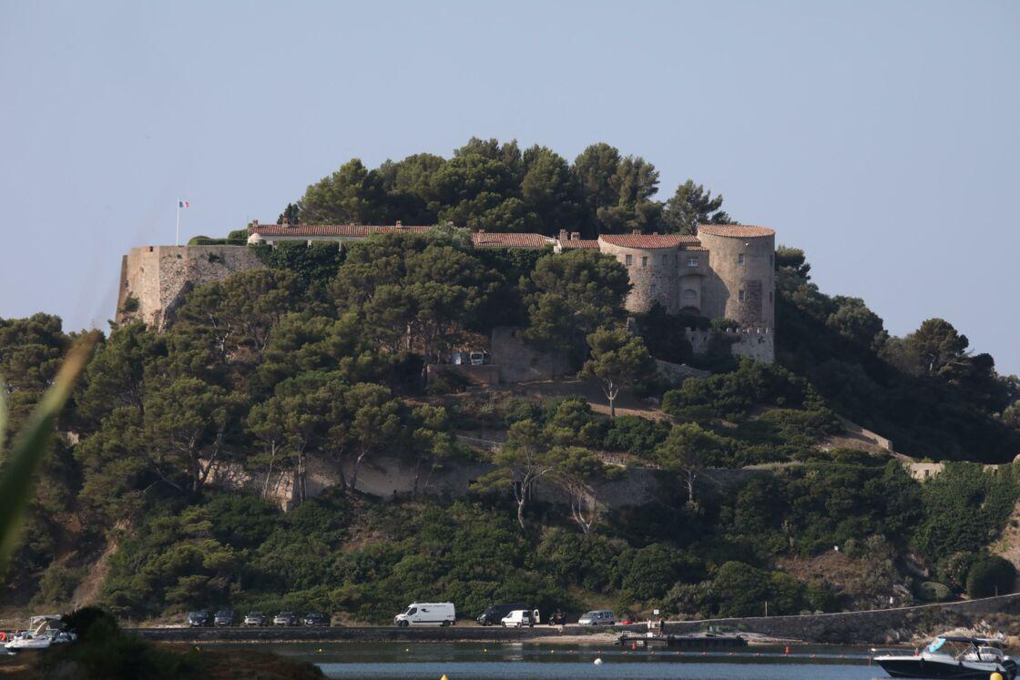 Au Fort de Brégançon, Emmanuel et Brigitte Macron peuvent espérer passer des vacances en toute quiétude, mais surtout à l'abri des regards.