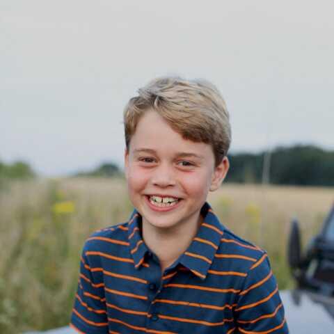 PHOTOS – Le prince George a 8 ans… et ressemble de plus en plus à son père!
