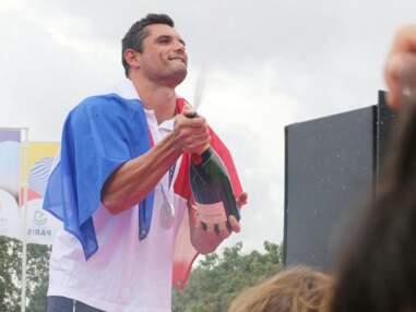 Florent Manaudou, médaillé d'argent en natation aux JO, fête son retour à Paris avec ses supporters