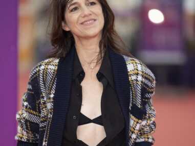PHOTOS - Charlotte Gainsbourg brille à Deauville en lingerie apparente et jupe métallisée