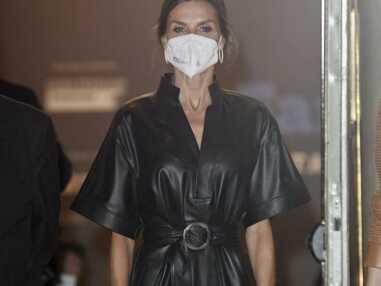 Letizia d'Espagne élégante dans une robe noire en cuir à Madrid