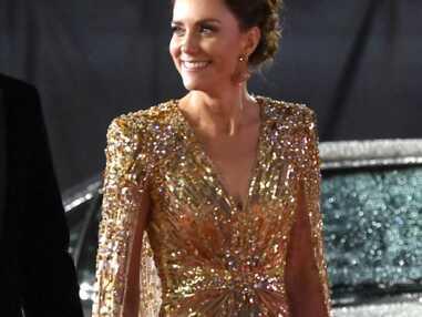 PHOTOS - Avant-première de James Bond : Kate Middleton sublime dans une robe dorée aux côtés de William, Charles et Camilla Parker Bowles