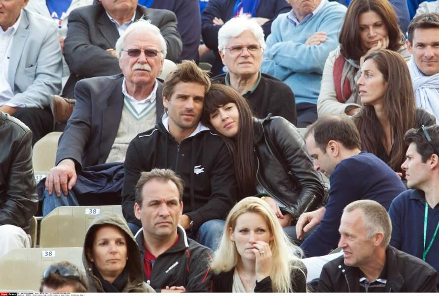 2012: une femme amoureuse au bras du tennisman Arnaud Clément, qui partage sa vie depuis 2008