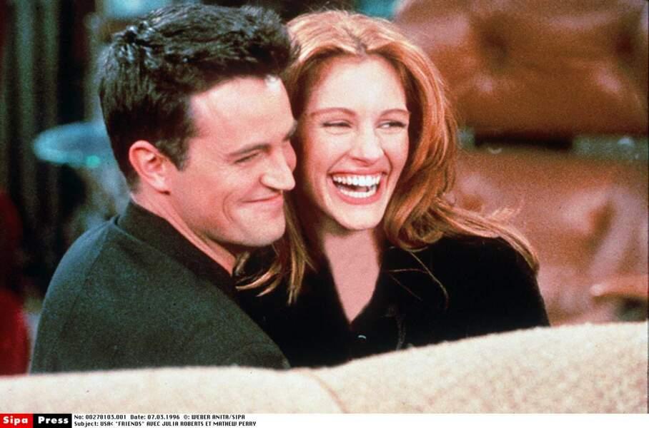 Avec Matthew Perry, son ancien compagnon, sur le plateau de la série Friends dont elle fut la guest en 1996