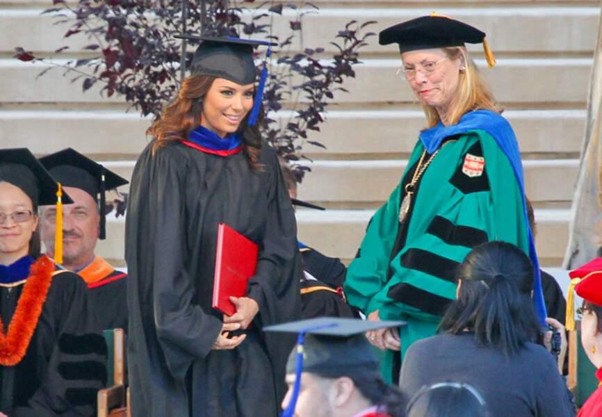 Eva Longoria reçoit son diplôme à l'université de Californie