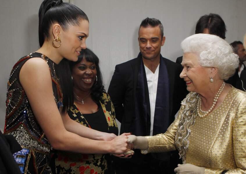 Jessie J recontre la reine à l'occasion d'un concert donné par plusieurs artistes pour célébrer le jubilé