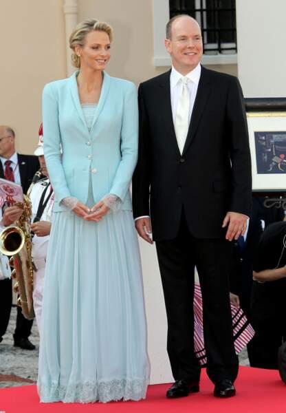 Radieuse en bleu pour son mariage civil le 1er juillet 2011. Une silhouette signée Karl Lagerfeld