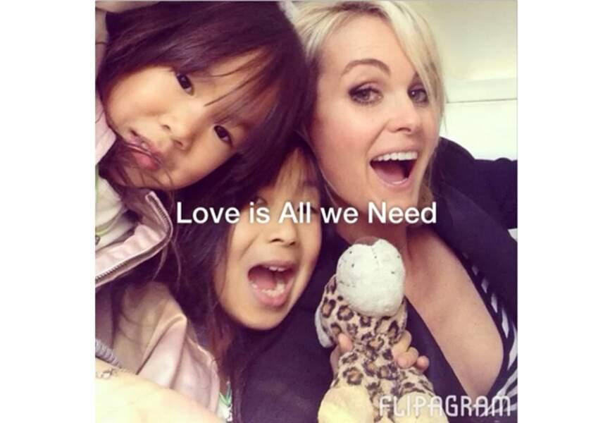 Photo de famille pour Laeticia Hallyday et ses filles