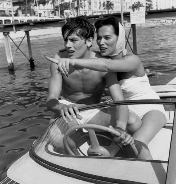 """Alain Delon, la """"pin-up"""" lors de son premier Festival de Cannes en 1951"""