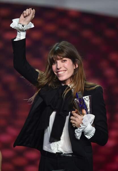 Février 2013 Lou Doillon reçoit la Victoire de la Musique pour la Meilleure artiste féminine en Saint Laurent