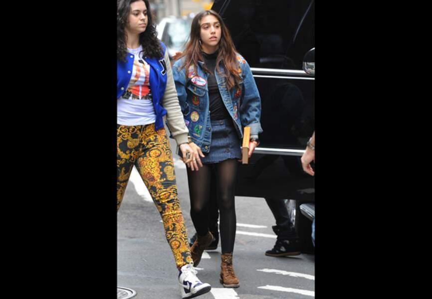 Lourdes Leon (16 ans) Veste oversize et micro-jupe