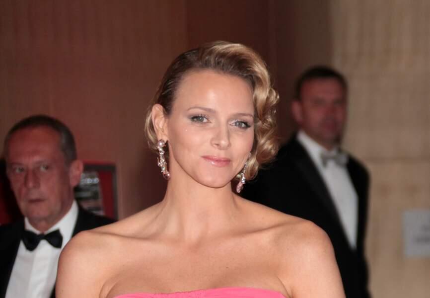 Charlène de Monaco : Carré cranté asymétrique et bouche rose bébé pour la princess
