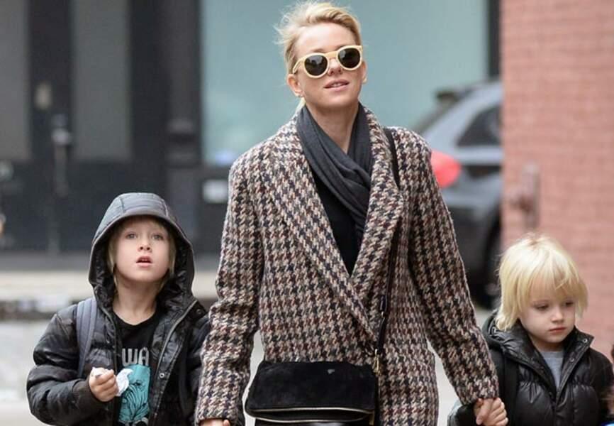 Naomi Watts et son manteau dans les rues de New-York.
