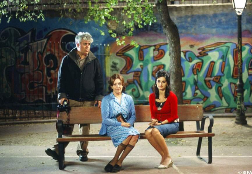 Pedro Almodovar avec Carmen Maura et Penelope Cruz sur le tournage de Volver, en 2006