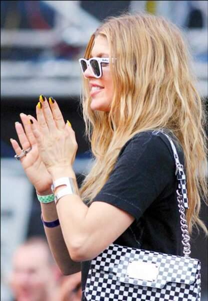 La chanteuse Fergie et son vernis bicolore