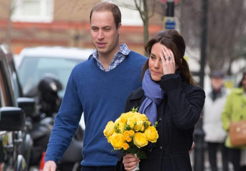 Au début de sa grossesse, elle est admise, en raison de violentes nausées, à l'hôpital King Edward VII