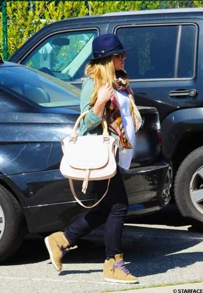 Kristen Bell enceinte avec ses compensées Nike Dunk Sky High