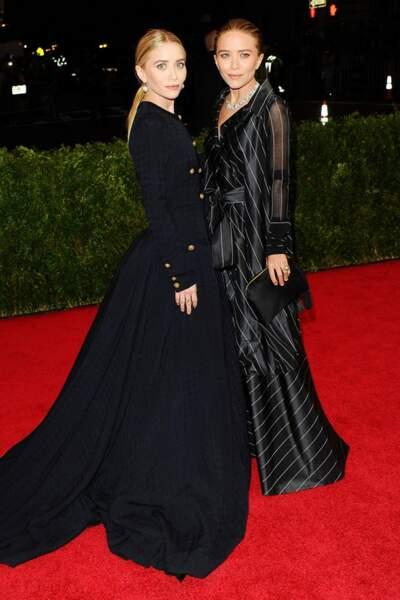 Mary-Kate et Ashley Olsen dans des écrins Chanel et Ferre vintage