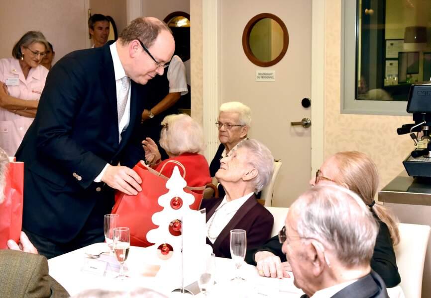 Le prince Albert rencontre les rédisents de Cap Fleuri